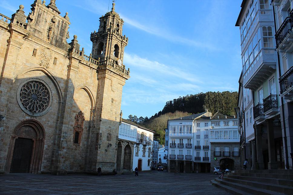 Ruta por Mondoñedo. Catedral y Plaza porticada.