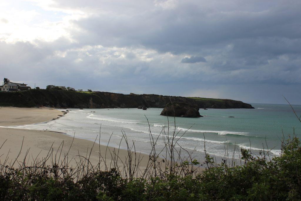 Peñarronda Beach, Tapia de Casariego on the right