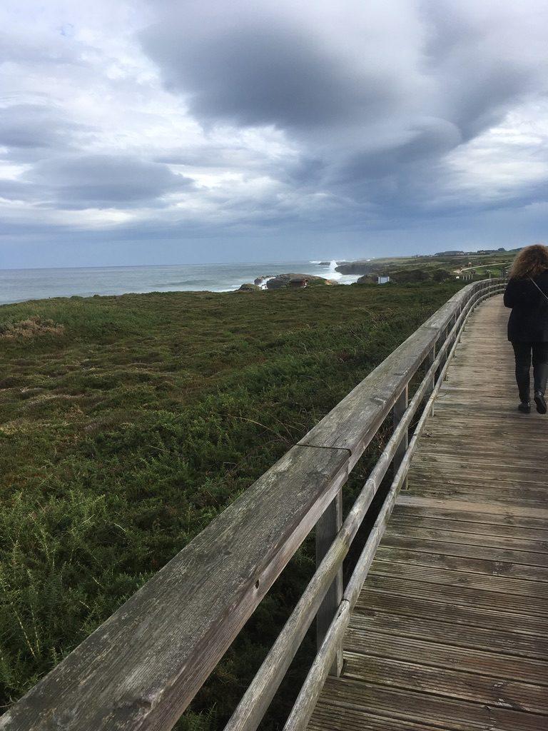 Paso Hacia la Playa de Las Catedrales