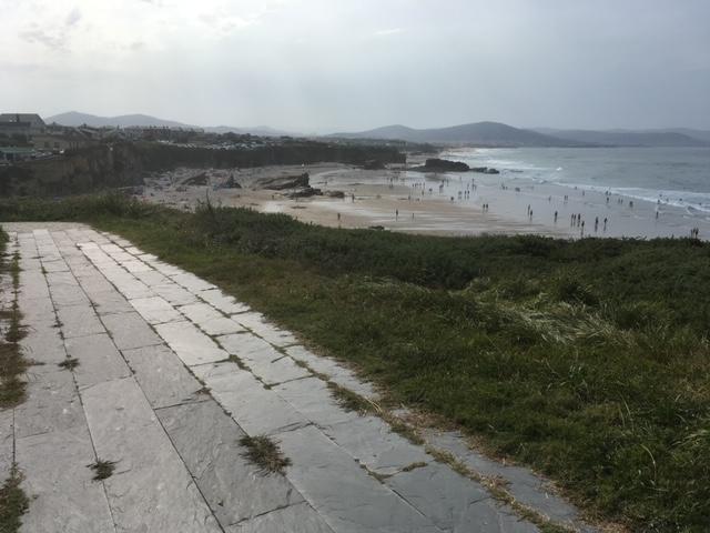 Continuación del paseo a través de Las Playas de Barreiros que nos conduce a la Playa de Las Catedrales